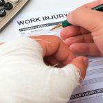 仕事中に交通事故に遭ったらどうすればいい?労災保険と自賠責の違いは?
