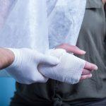 交通事故で手や指に後遺障害が残った場合の慰謝料相場について