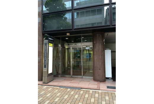 情報センタービル入口